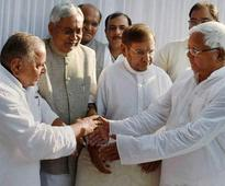 Lalu Prasad leaves for Delhi to placate Mulayam Singh, Nitish Kumar hopeful