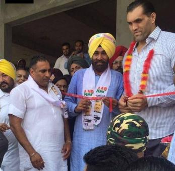 The Great Khali joins Aam Aadmi Party in Punjab