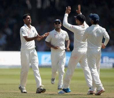 Gavaskar prefers Bhuvneshwar in place of Binny for final Test