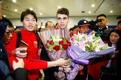 Oscar arrives in China to Shanghai SIPG fans cheers