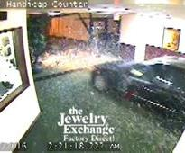 Mercedes Crashes Into The Jewelry Exchange in Bethesda.