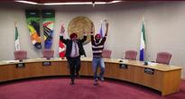 Video of Canadian Mayor Learning Bhangra and Tying a Sikh Turban Goes Viral: Watch!