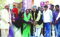 Umashankar Gupta inaugurates CC work in Prempura