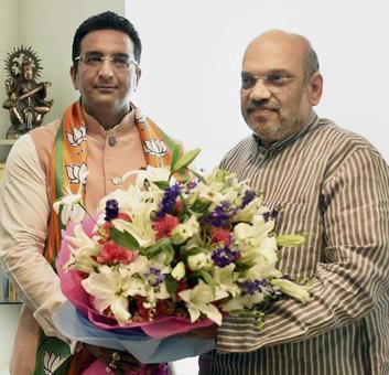 Former SP spokesperson Gaurav Bhatia joins BJP