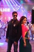 Watch: Ajay, Kareena in Aata Majhi Satakli from Singham Returns