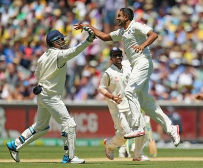 Dhoni first Indian 'keeper to take 50 catches vs Australia in Tests
