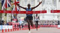 London Marathon 2016: Stellar fields, world record hopes and a giant dinosaur
