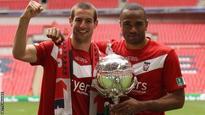 York re-sign defender Oyebanjo