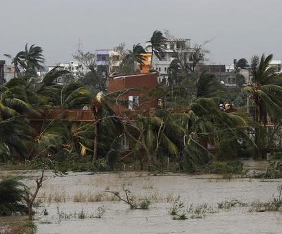 Indian Navy saves 33 as Cyclone Mora kills 9 in Bangladesh