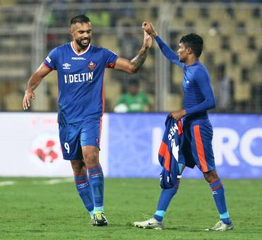ISL: 10-man FC Goa snatch dramatic win over NEUFC