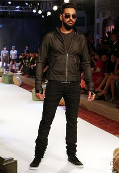 Pics: Yuvi and gang turn to fashion to fight cancer
