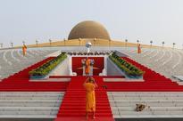 Thai police call off raid on scandal-hit Buddhist temple