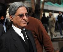 Aitzaz advises PTI against changing counsels in Panamagate