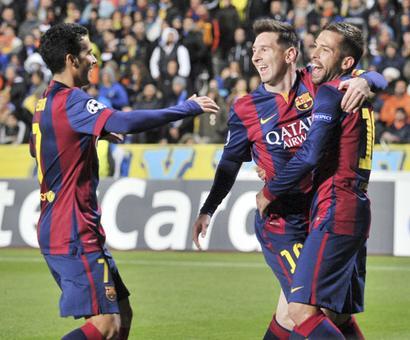 Record-breaker Messi tricks in Barca win; Chelsea thump Schalke