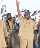 Pawar attacks Modi at rally, calls for parivartan