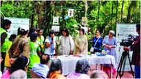 Residents root for plastic-free Cuffe Parade, paper & cloth bags