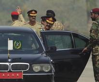 Pakistan's powerful army chief begins farewell visits
