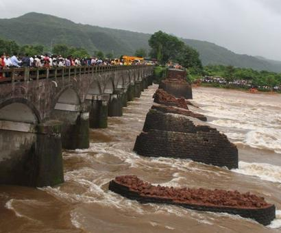 Bridge on Mumbai-Goa highway washed away, 2 dead, 22 missing