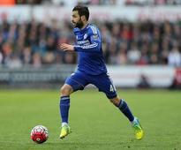 Watch: Chelsea midfielder Cesc Fabregas congratulates Indian striker Robin Singh