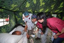 Israeli doctor aids Sichuan patients