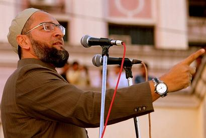 Shoe hurled at Owaisi during Mumbai rally