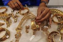 PRECIOUS-Gold steady on easing dollar; Fed minutes in focus