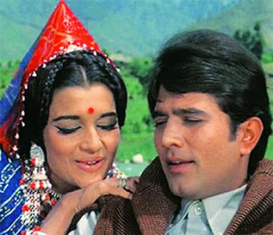 Quiz: Name the famous hero who played the villain in Aan Milo Sajna?