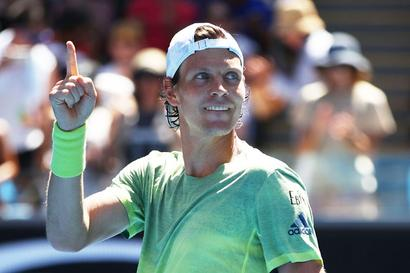 Fitter, stronger Berdych sweeps past Fognini into Australian Open quarter-finals