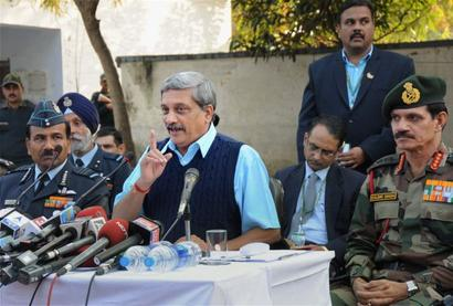 Parrikar visits injured soldiers, briefed about Uri terror attack