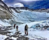 Ice collapse closes Lhotse Face of Mount Everest