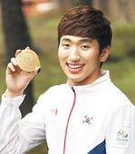 Olympic Fencing Gold Medalist Gives Back with Scholarship