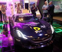 QuarkSe and Etisalat demonstrate eSIM-enabled supercar at GITEX