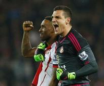 Sunderland keeper Mannone ruled out for three months