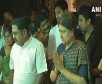 Sasikala reaches Thanjavur to perform husband's last rites
