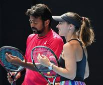 Australian Open 2017: Leander Paes-Martina Hingis Bow Out After Straight-Set Loss in Quarters