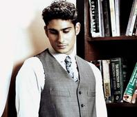 Here`s why Prateik Babbar is flying off to London!