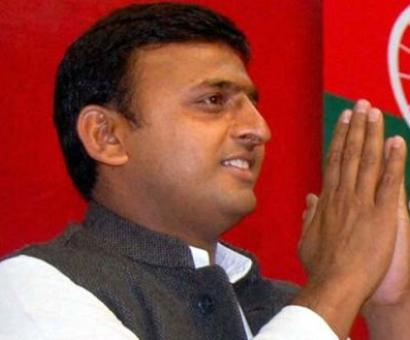 Akhilesh meets UP governor amid party's power struggle