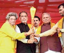 'Wise' Manjhi defies advisory