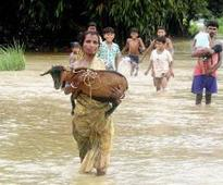 Bengal flood situation grim, death toll nears 50