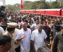 Pinarayi reaches Mangaluru amid tight security
