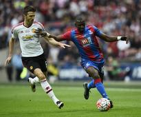 Too early to write off Man United from title race says Carrick