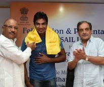 Chaudhary Birender Singh confers SAIL logo and felicitates Rio Olympics Athlete Dharambir Singh