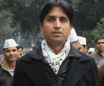 Kumar Vishwas questioned on farmer Gajendra Singh's suicide at AAP rally
