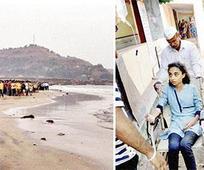 13 Pune students on picnic drown off Mu... 13 Pune students on picnic drown off Murud beach