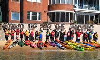 Climate protesters kayak to  Aussie PM's harbourside home