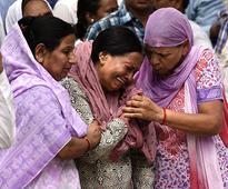 Vyapam scam: Delhi journo cremated; Rahul, Kejriwal console kin