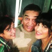 Kamal Haasan and his two daughters Shruti and Akshara are a perfect happy family and this pic proves it!