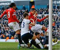 Premier League: Lloris shines as Spurs hold Man United to 0-0 draw