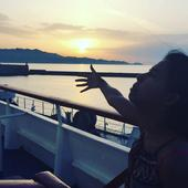 Pakistani Woman Pulls Off A 'Queen', Shares Hilarious Photo Album Of The Honeymoon She Had To Go On Alone