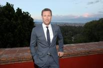 Aaron Eckhart on 'Sully' and President Tom Hanks